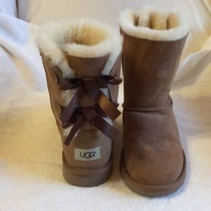 UGG Bailey Bow II genuine shearling boot, size 5